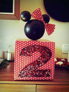 Centro de mesa para fiesta infantil de segundo cumpleaños temática Minnie