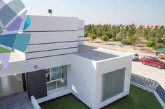 Deze zeer ruime villa's zijn uniek. Zeer origineel ontwerp, functioneel en ruim van opzet. Villa's met 3 slaapkamers en 2 badkamers. Inpandige garage. Privé zwembad. Percelen grond van 296 m² tot 507 m². Bewoonbare oppervlakte van 137,6 m² tot 143,2 m². Terras 56,2 m² Garage 23 m² Prijs van 198.000 euro-279.000 euro. www.hipestates.com