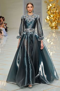 Most Beautiful Spring Couture Dresses Spring 2016 Haute Couture Guo Pei this designer is so talented!Spring 2016 Haute Couture Guo Pei this designer is so talented! Couture Looks, Haute Couture Fashion, Beautiful Gowns, Beautiful Outfits, Couture Dresses, Fashion Dresses, Abed Mahfouz, Dress Vestidos, Spring Couture