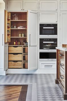 20 kitchen trends for 2019 you need to know about 20 Best Kitchen Design Trends of 2019 – Modern Kitchen Design Ideas - Own Kitchen Pantry Big Kitchen, Rustic Kitchen, Kitchen And Bath, Kitchen Decor, Kitchen Ideas, Kitchen Storage, Awesome Kitchen, Beautiful Kitchen, Kitchen Inspiration