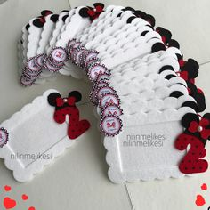 Mickey Mouse Birthday, Mouse Parties, Mickey Minnie Mouse, Birthday Souvenir, Diy Birthday, Baby Shower Deco, Diy Quiet Books, Party Favor Bags, Felt Flowers
