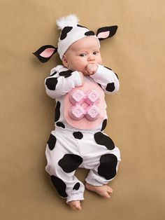 These kids halloween costumes are faster than the lineup at the party store and easier than one of those fancy pumpkin-carving stencils. Kids Cow Costume, Cow Halloween Costume, Corn Costume, Newborn Halloween Costumes, Homemade Halloween Costumes, Baby Costumes, Baby Halloween, Carnaval Kids, Cow Appreciation Day