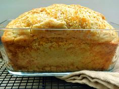 A garlicky cheddar cheese quick bread ready in about an hour from start to finish Easy cheesy foolproof - delicious Vegan Breakfast Recipes, Vegan Recipes Easy, Crockpot Recipes, Bread Recipes, My Favorite Food, Favorite Recipes, Bread Art, Vegan Crackers, Quick Bread