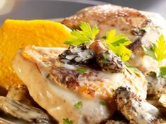 Capon with morel sauce, pumpkin flans - Recipes - . - Capon with morel sauce, pumpkin flans – Recipes – - Casserole Dishes, Casserole Recipes, Lunch Recipes, Meat Recipes, New Year's Food, Warm Food, Party Food And Drinks, Healthy Eating Tips, Entrees