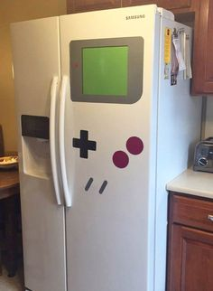 Make your refrigerator look like your favorite video game console with the FreezerBoy magnet set // Would you like to play Game Boy again? Te gustaría volver a jugar a la Game Boy? Game Boy, Objet Wtf, Video Game Party, 80s Video Games, 90s Games, Video Game Decor, Vintage Video Games, Classic Video Games, Retro Games
