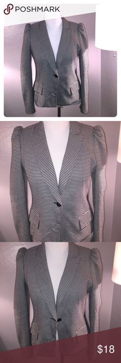 Vintage Worthington black and white blazer Vintage blazer black and white checkered. Puff sleeves. And cute back zipper detail. Two side hip pockets. One button closure. Worthington Jackets & Coats Blazers