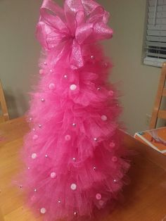 LOVE THIS FOR MY GIRLY'S ROOM♥ :) ... my pink tulle Christmas tree...