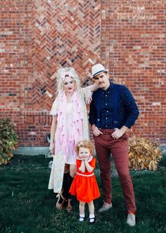 annie family costume halloween DIY / Orphan Annie Halloween Family Costume