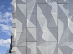 Image 5 of 45 from gallery of Kuopio City Theatre / ALA Architects. Photograph by Tuomas Uusheimo Exterior Wall Cladding, Cladding Panels, Metal Cladding, Precast Concrete Panels, Concrete Facade, White Concrete, Origami Architecture, Facade Architecture, Master Arquitectura