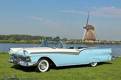 LaSalle Classic Cars | Collection | 1957 Ford Fairlane 500 Skyliner Convertible, € 49.900,-