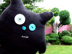 Floopy este divertido monstruo que puede llegar a ser tu amigo, está disponible en www.dedu.com.mx También lo puedes mandar hacer, en color naranja, amarillo, rojo, azul, morado, verde, aqua y negro.