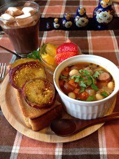 今日の朝ごはん。 さつまいもの塩キャラメルトースト 大豆と余り野菜のミネストローネ ホットココア など。
