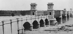 """Die """"Kronprinz-Rudolf-Brücke"""" war der mit nur sechs Metern Breite der erste Übergang, der an dieser Stelle über die Donau führte. Kronprinz, Der Bus, Vienna, Crow, Paris Skyline, Bones, Photographs, Louvre, Inspire"""