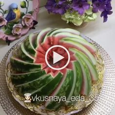 How to Cut a WaterMelon - Cooking tools, fresh fruits, food decoration Fruits Decoration, Vegetable Decoration, Watermelon Basket, Watermelon Slices, Cutting A Watermelon, Watermelon Carving Easy, Deco Fruit, Fruit Sculptures, Creative Food Art