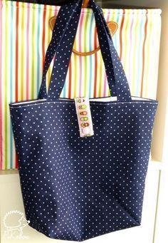 Sac cabas ultra facile Plus Coin Couture, Couture Sewing, Patchwork Patterns, Patchwork Bags, Sacs Tote Bags, Sewing Online, Fabric Bags, Easy Sewing Projects, Sewing Tips