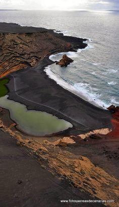 Fotos aéreas de Canarias El Golfo o Aguas verdes, un lugar muy especial de la costa sudoeste de la isla de Lanzarote, cuya belleza y singularidad le convierte en un emblema de la isla conejera.