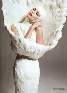 Alexander McQueen: Portrait - Fashion - White - Editorial - Photography - Pose Idea