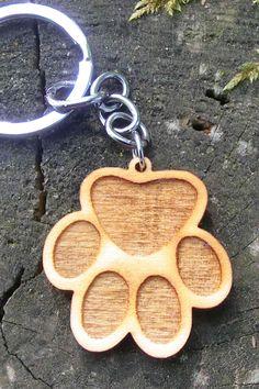 Schlüsselanhänger Holz - Hund, Pfote Shops, Personalized Items, Craft, Ideas, Wood Dog, Laser Engraving, Schmuck, Tents, Retail