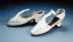 Pair of white shoes, c.1590s (suede), English School, (16th century) / Ashmolean Museum, University of Oxford, UK / The Bridgeman Art Library