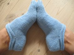 Knitting Patterns Socks Paler Than Blue by Risager, free pattern Crochet Socks, Knitted Slippers, Knitting Socks, Hand Knitting, Knit Crochet, Knit Socks, Charity Knitting, Knitting Machine, Yarn Projects