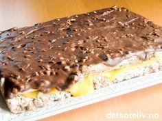 "Suksesskake with ""Firkløver"" glaze (Firkløver is a delicious Norwegian nut filled chocolate) Danish Dessert, Danish Food, Sweet Recipes, Cake Recipes, Dessert Recipes, Baking Cupcakes, Cupcake Cakes, Norwegian Food, Norwegian Recipes"