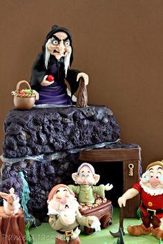 Snow White & Seven Dwarfs Cake Snow White Cake, Snow White Movie, Snow White Doll, Cake Icing, Cupcake Cakes, Movie Cakes, Snow White Seven Dwarfs, Snow White Birthday, Sculpted Cakes