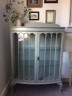 PAINTED BOW FRONTED DISPLAY CABINET Diy Furniture Projects, Paint Furniture, Repurposed Furniture, Shabby Chic Furniture, Furniture Making, Furniture Makeover, Vintage Furniture, Cool Furniture, Muebles Shabby Chic