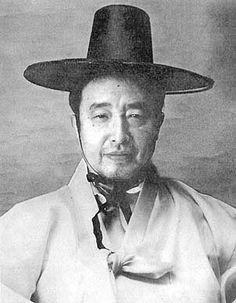 백남준 (Paik Nam-june), Artist, Republic Of Korea Korean Art, Korean Drama, Nam June Paik, Neo Dada, Fluxus, Artist At Work, Pop Art, Time Based, Culture