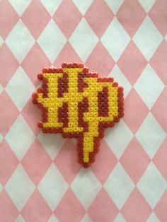 Magnet Initiales d'Harry Potter en perles à repasser                                                                                                                                                                                 Plus