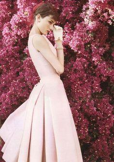 robe de mariée rose poudré avec jeu de plis