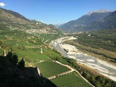 Dormir à Varone, faire un bisse et déguster du vin. - SWISS WINE DIRECTORY Caves, Country Roads, Bedrooms, Cave