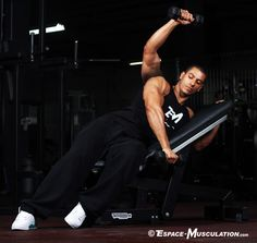 L'élévation latérale devant incliné pour travailler l'extérieur du deltoïde. #musculation #delts #exercice #bodybuilding #workout #fitness #exercise