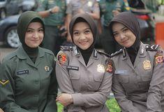 Army Police, Military Girl, Female Soldier, Girls Uniforms, Muslim Women, Bellisima, Girl Power, Islam, Army Girls