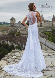 ELVIA: Luxo e elegância são palavras capazes de descrever o modelo Elvia, que agrega sensualidade e modernidade à noiva. Para saber mais, acesse: www.russianoivas.com #vestidodenoiva #vestidosdenoiva #weddingdress #weddingdresses #brides #bride