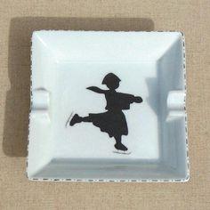 Articles similaires à Ensemble de 4 petites assiettes en porcelaine peintes  à la main sur Etsy 6e7bd0b2a4e