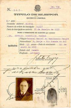 Título de eleitor de Getúlio Vargas, emitido em 18/01/1933. Rio de Janeiro (RJ). (CPDOC/ GV remsup 1934.02.02) Old Pictures, Old Photos, History Of Portugal, Nostalgic Pictures, Crassula Ovata, Rio Grande Do Sul, History Photos, Decoupage Paper, Old Paper