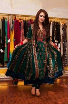 Pakistani fashion designer Hajra Hayat's gehr kameez design. Pakistani Frocks, Pakistani Formal Dresses, Pakistani Wedding Outfits, Indian Dresses, Indian Outfits, Bridal Outfits, Indian Designer Outfits, Designer Dresses, Desi Wedding Dresses