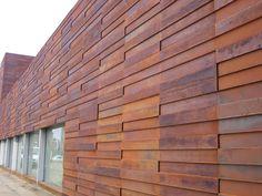 ideas vertical metal screen corten steel for 2019 Rainscreen Cladding, Roof Cladding, Steel Cladding, House Cladding, Steel Roofing, Exterior Cladding, Facade House, Metal Siding, Metal Roof