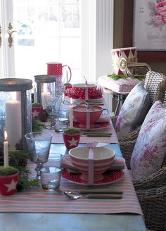 New GreenGate collection Autumn/Winter 2013: Winter Feelings Beautiful decorated table with Zoe, Star Red and Sophia Vintage