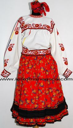 Costum popular din Oas - costum traditional Romanesc - romanian costume Embroidery Online, Folk Embroidery, Learn Embroidery, Embroidery Patterns, Machine Embroidery, Floral Embroidery, Folk Costume, Costumes, Antique Quilts