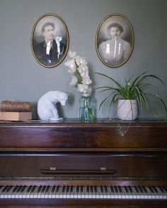 "74 likerklikk, 5 kommentarer – VILLA FREDNES (Anno 1905) (@villafrednes) på Instagram: ""What should one keep on top of the piano? We thought a polar bear would do just fine ✨ /// Denne…"""
