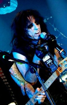 See Alice Cooper pictures, photo shoots, and listen online to the latest music. Alice Copper, Dave Murray, Rock And Roll Fantasy, Fm Music, Ace Frehley, Ozzy Osbourne, Best Rock, Black Sabbath, Aerosmith