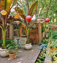 Hauseigene Gartenbar >> Paper lantersn & bamboo furniture create an exotic mood in the backyard patio area. A perfect setting for summertime entertaining! Tropical Backyard, Tropical Landscaping, Backyard Patio, Tropical Plants, Tropical Gardens, Outdoor Rooms, Outdoor Gardens, Outdoor Living, Outdoor Decor