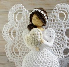Схемы For inspiration. Needs translation, but gorgeous pictures of all sides of the angels Crochet Angels, Crochet Stars, Cute Crochet, Vintage Crochet, Crochet Flowers, Angel Crafts, Xmas Crafts, Pineapple Angel Pattern, Lion Brand Patterns