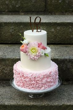 Wedding Cakes with Pink Details - MODwedding