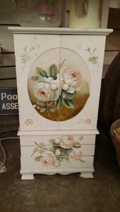 Jewelry chest This could also be a cubbard for a wonderful victorian miniature what a surprise it would hold inside. Decoupage Furniture, Hand Painted Furniture, Refurbished Furniture, Paint Furniture, Repurposed Furniture, Shabby Chic Furniture, Furniture Makeover, Jewelry Box Makeover, Art Decor