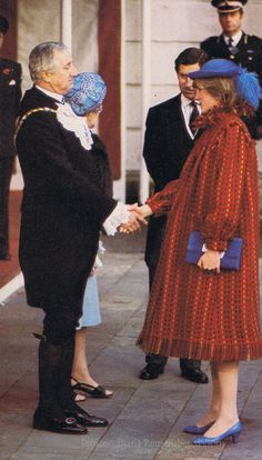 November 5, 1981: Princess Diana with Prince Charles attended a private luncheon with the Lord Mayor of London, at the Guildhall in London. The announcement that she was expecting her first baby had only been made two hours before she and Charles attended the luncheon.