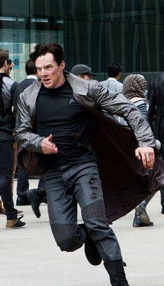 Benedict Cumberbatch as Khan in Star Trek Into Darkness. Look at him run!❤️