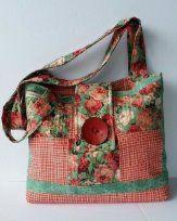 Novice Beginnings: Quilted Rose Charm bag--FREE tutorial Patchwork Bags, Quilted Bag, Handmade Handbags, Handmade Bags, Craft Bags, Denim Bag, Purse Patterns, Fabric Bags, Beautiful Bags