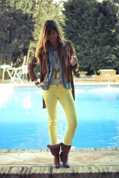 feathers and yellow | mytenida en stylelovely.com